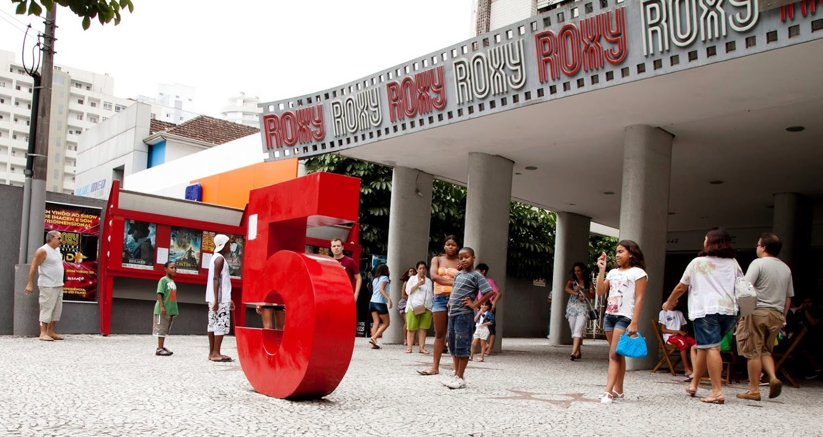 PROJETO INCENTIVA CINEMA DE RUA E PODE AFASTAR RISCO DE FECHAMENTO DO ROXY